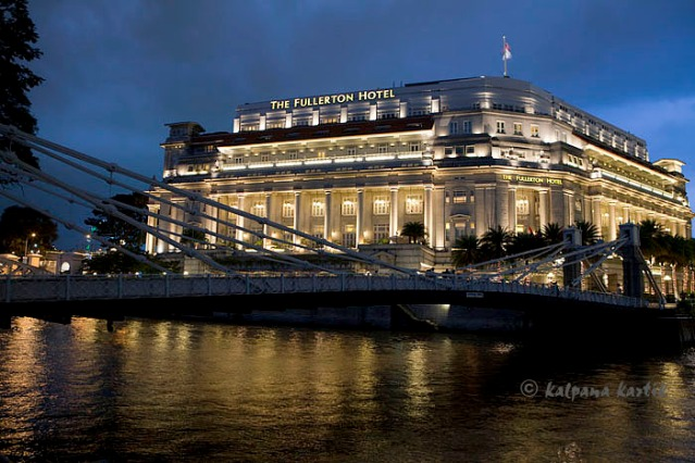 The Fullerton Singapore overlooking Cavenagh bridge at dusk