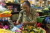Ibu Puri selling her flowers