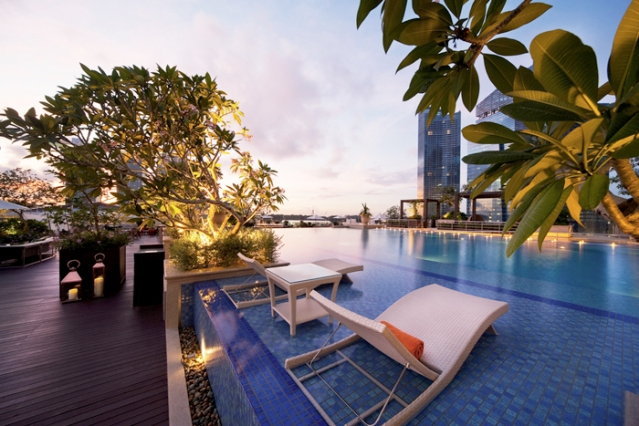 The Infinity Pool at the Lantern on the Rooftop of the Fullerton Bay Hotel