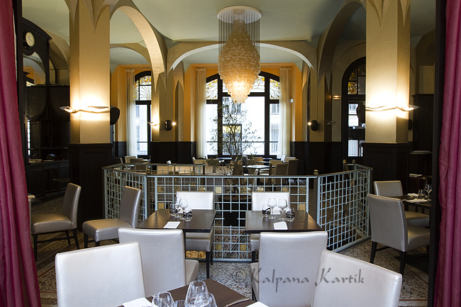 The art deco style of le tlgraphe restaurant