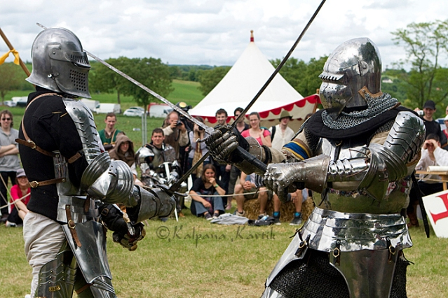Foot combatants in heavy 14th century style armour