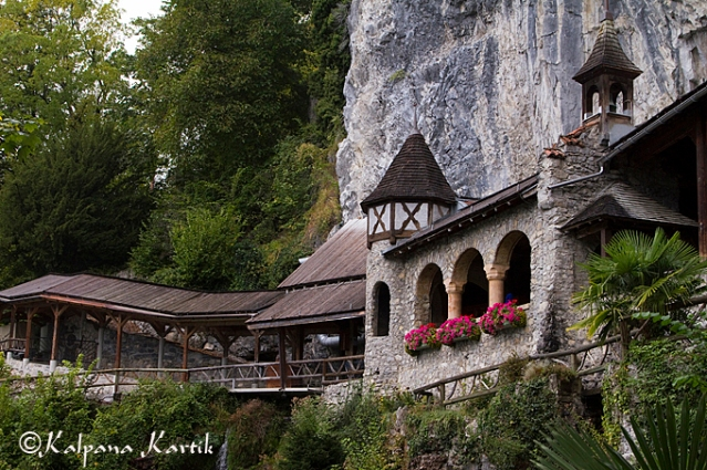 The idyllic Beatus caves on Lake Thun