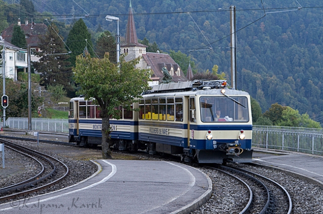 Train to Rochers de Naye arriving at Glion station