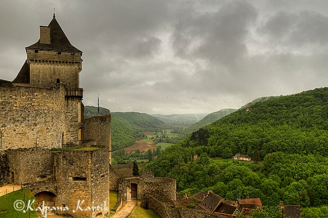 The fortified castle of Castelnaud overlooking Dordogne valley in Périgord Noir