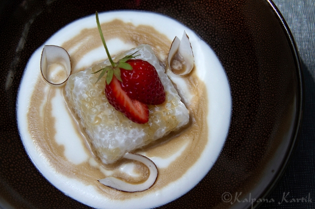 Sago pudding in coconut sauce