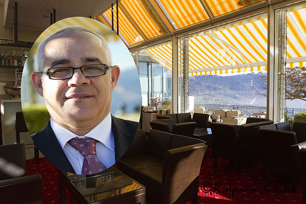 The piano bar of Le Mirador Resort & Spa with Nuno Pacheco the bar manager