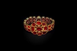 Bracelet Jaipur, gold, rubies, diamonds and enamels Al Thani collection
